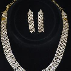 Set de bijuterii cu cristale albe pe fond auriu, model deosebit (Culoare: AURIU)