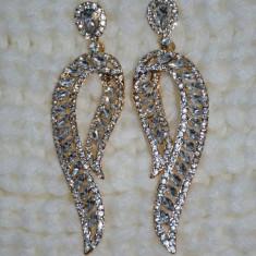 Cercei lungi cu design in forme de frunza, realizata din strasuri (Culoare: AURIU) - Cercei Fashion