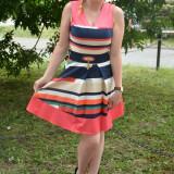 Rochie trendy de culoare corai cu design de dungi multicolore (Culoare: CORAI, Marime: 40) - Rochie de zi, Fara maneca, Vascoza