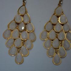 Cercei lungi tip candelabru cu cristale albe in forma de lacrima (Culoare: ALB)