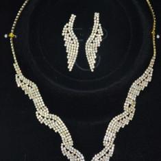 Set de bijuterii din doua piese, culoare aurie cu cristale fine (Culoare: AURIU)