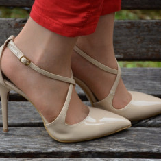 Sanda trendy tip pantof inchis in fata si spate, de culoare bej (Culoare: BEJ, Marime: 38)