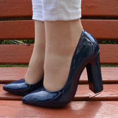 Pantof fashion cu toc gros, stabil, piele lacuita nuanta bleumarin (Culoare: BLEUMARIN, Marime: 36) - Pantof dama