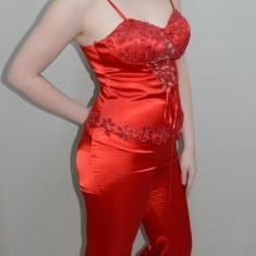Costum elegant din saten, culoare rosie, cu design dantelat (Culoare: ROSU, Marime: 36)