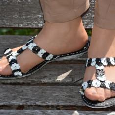 Papuc deosebit de vara, talpa joasa si design cu flori alb-negru (Culoare: ALB-NEGRU, Marime: 38) - Papuci dama