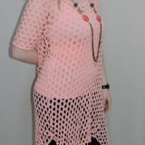 Bluza interesanta, nuanta de corai, decolteu rotund (Culoare: CORAI, Marime: 42)