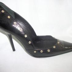 Pantof usor decupat lateral, strasuri fashion, nuanta de negru (Culoare: NEGRU, Marime: 39) - Pantof dama