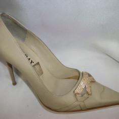 Pantof cu toc, nuanta de bej, ascutit la varf, fundita chic (Culoare: BEJ, Marime: 38) - Pantof dama