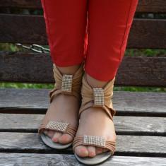 Sanda de vara cu aspect deosebit, crem, design de strasuri albe (Culoare: CREM, Marime: 41) - Sandale dama