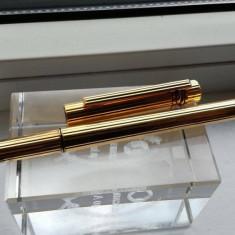 Stilou Must de Cartier Trinity penita de aur 18k si placat cu aur model deosebit