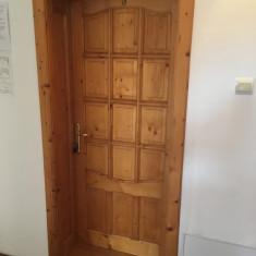 Usi, usa lemn cu toc, prag si inchizatoare