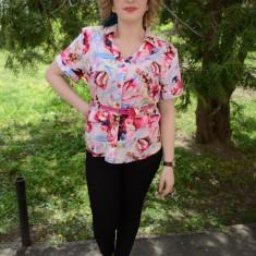 Camasa comoda cu maneca scurta, nuanta roz cu flori mari (Culoare: ROZ, Marime: 42) - Camasa dama