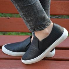 Pantof tineresc tip sport, culoare neagra, din piele ecologica mata (Culoare: NEGRU, Marime: 40)
