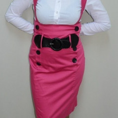 Fusta in nuanta de roz, croiala simpla si dreapta, nasturi fini (Culoare: ROZ, Marime: 42)