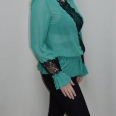 Bluza tinereasca, nuanta de turcoaz, dantela aplicata (Culoare: TURCOAZ, Marime: 38)