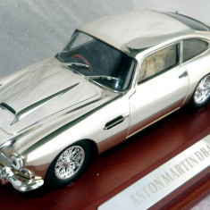 IXO ( Atlas editions ) Aston Martin DB4 ( chromed ) 1958 1:43 - Macheta auto