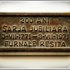 PLACHETĂ RARĂ DIN FONTĂ PE MARMURĂ - ȘARJĂ JUBILIARĂ, FURNALELE REȘIȚA, 200 ANI! - Metal/Fonta