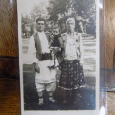 Petrache Lupu de la Maglavit cu sotia si copilul, fotografie originala - Harta Europei