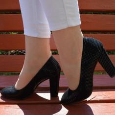 Pantof tineresc aspect modern, patratele lucioase pe fond negru (Culoare: NEGRU, Marime: 39) - Pantof dama