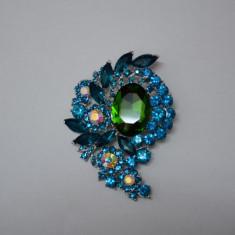 Brosa fashion, nuanta de turcoaz sau auriu, design interesant (Culoare: TURCOAZ)