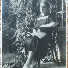 Fotografie originala, Otilia Cazimir in fata casei sale, 1956 - Autograf