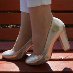 Pantof rafinat de nuanta aurie cu varf rotund si toc gros, confortabil (Culoare: AURIU, Marime: 36) - Pantof dama