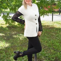 Vesta moderna din tricot cu model de dungi orizontale, alba (Culoare: ALB, Marime: 48) - Jacheta dama