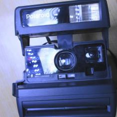 Un aparat foto instant polaroid 636 Closeup functional - Aparate Foto cu Film