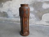 H Vaza Art Deco din lemn cu ornamente sculptate manual, veche