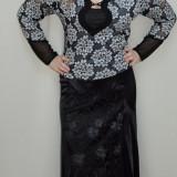 Fusta in tendinte, nuanta de negru, design floral evidentiat (Culoare: NEGRU, Marime: 42)