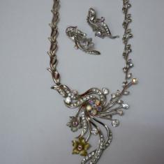 Colier cu motive florale, inchidere clasica, strasuri deosebite (Culoare: ARGINTIU) - Colier fashion