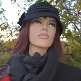 Caciula fashion din lana fina, culoare neagra, cu dungi orizontale (Culoare: NEGRU, Marime: UNIVERSAL)