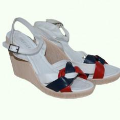 Sanda de vara, cu model impletit in nuante de bleumarin-alb-rosu (Culoare: ALB-BLEUMARIN-ROSU, Marime: 40) - Sandale dama