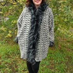 Jacheta usoara din lana, accesorizata cu gluga, de culoare gri (Culoare: GRI, Marime: 56)