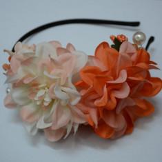 Cordeluta in nuanta de portocaliu si alb, design de flori deosebite (Culoare: PORTOCALIU) - Coronita