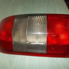 Stop stanga Opel Omega Kombi an 1995-2000, cu soclu, stare impecabila