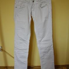 Blugi pentru fete de 13-14 ani de la pepe jeans, Marime: Masura unica