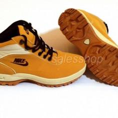 Ghete-Bocanci Nike Mandara ACG, Marimea 43 - Bocanci barbati Nike, Culoare: Mustar