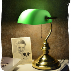 LAMPA BANKER DIN ALAMA MASIVA SI ABAJUR DIN STICLA VERDE  XCL111