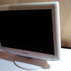 TV LCD SAMSUNG 19 INCH CU DEFECT - Televizor LCD Samsung, 51 cm, HD Ready, HDMI: 1, Slot CI: 1, Intrare RF: 1
