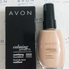 Avon fond de ten matifiant Calming Effects nuanta Ivory