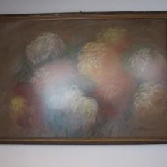 Tablou mare crizanteme 93x63 cm creta cu geam semnat alice sfintescu c5, Flori, Grisaille, Realism