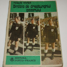 """Carte fotbal """"DINCOLO DE DREPTUNGHIUL GAZONULUI """" de Nicolae Rainea"""