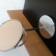 Oglinda cosmetica cu picior