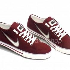 Tenesi Nike Capri, visiniu - Tenisi barbati Nike, Marime: 40, 42, 43, 44, 45, Culoare: Din imagine