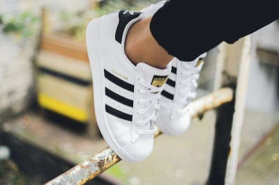 Adidasi Adidas Superstar Dama Barbati PERFECT foto