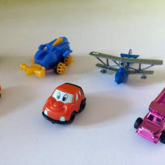 Lot mix 7 jucarii surpriza ou Kinder, masinute, avion, buldozer - Surpriza Kinder