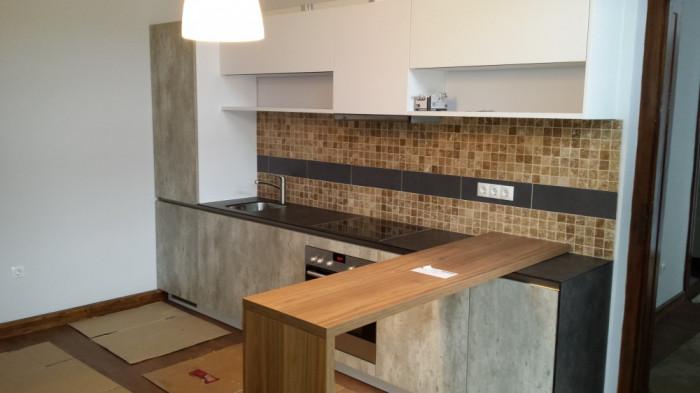 Inchiriez apartament complet renovat 2 camere, zona Sinaia foto mare