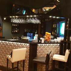 Afacere la cheie!!!BISTRO&BAR oferit in MANAGEMENT - Restaurant de Vanzare