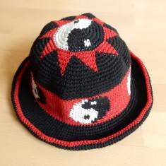 Fes tricotat Handmade; vezi dimensiuni exacte in ultima poza - Caciula Dama, Culoare: Din imagine, Marime: Alta